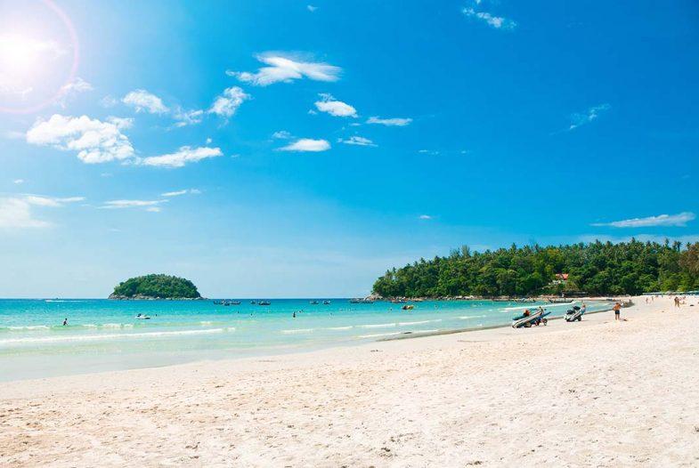 La deuxième plus grande plage de phuket où dormir: Karon