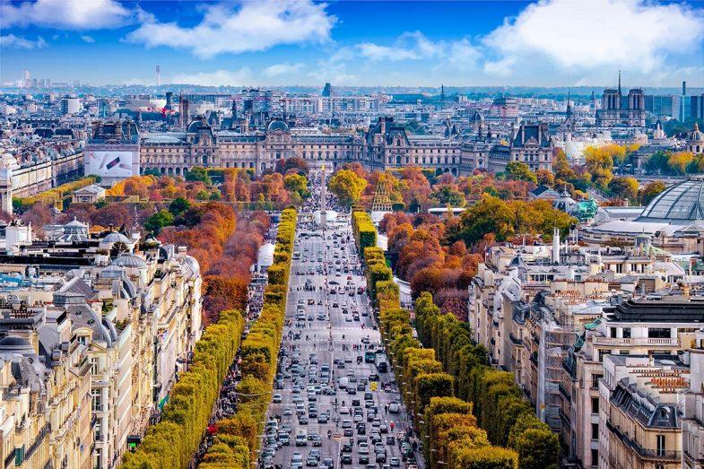 Les Champs Elysées sont un des symboles de la ville pour loger à Paris
