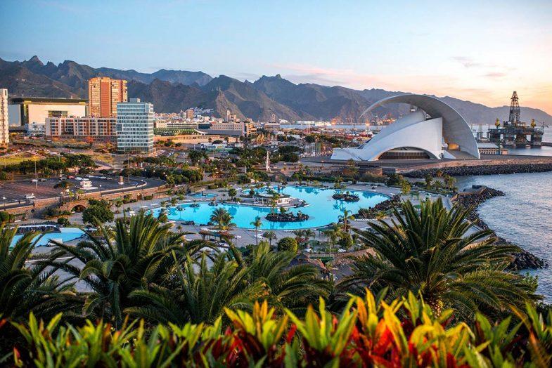 Santa Cruz de Tenerife est la capitale de l'île, et une option idéale pour séjourner à Tenerife