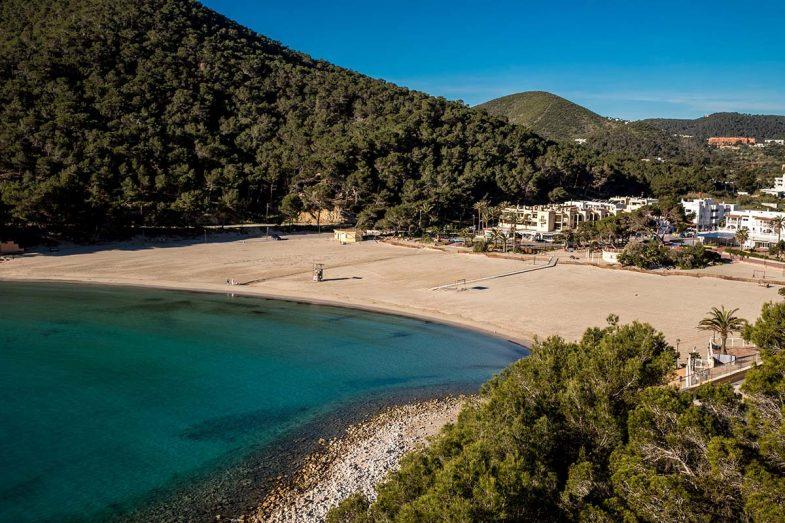 Cala Llonga, plage calme et familial