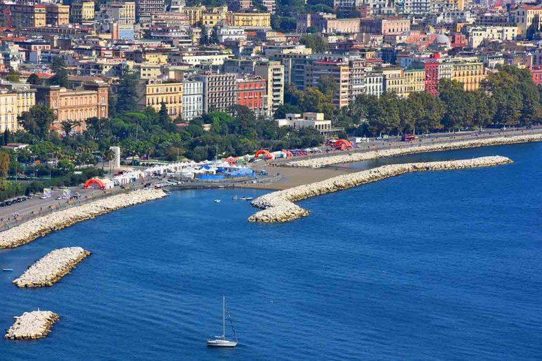 Lungomare Caracciolo, une option intéressante pour loger à Naples