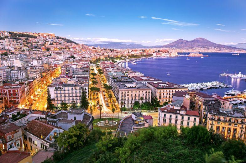 Port de Naples, animé et très proche du centre de Naples