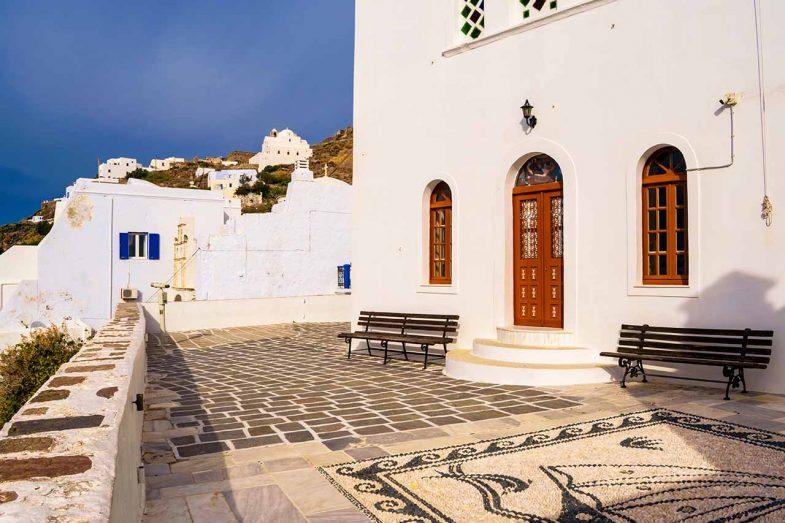 Plaka Milou, où dormir à Milos pour la vie nocturne !